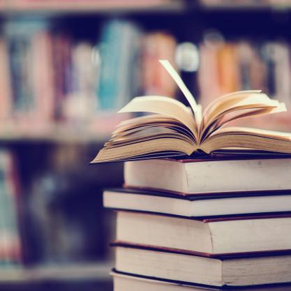 Día do libro: 7 lecturas imprescindibles para gozalo